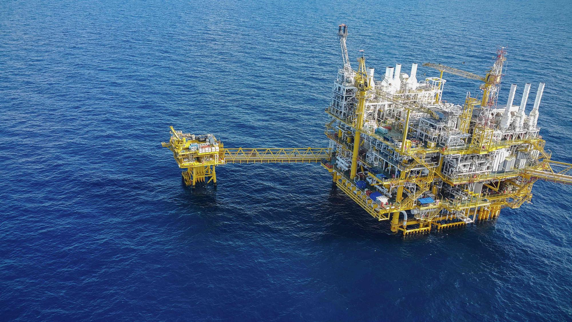 Offshore construction platform for production oil and gas, Oil a